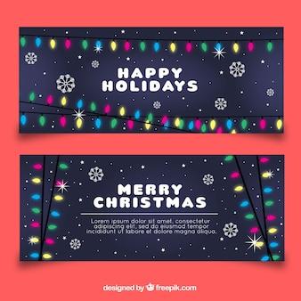 Vrolijke kerstbanners met kransen van lichten