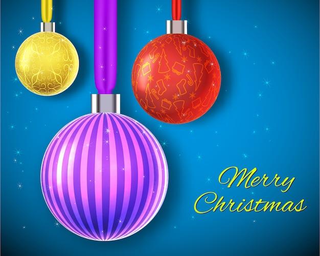 Vrolijke kerstkaart met drie versierde kleurrijke kerstballen die op linten hangen