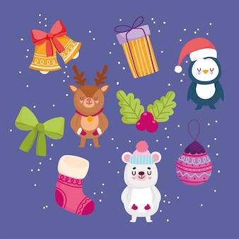 Vrolijke kerstmis, achtergronddecoratie met de gift van de de sokbal van de beerpinguïn en klokken vectorillustratie