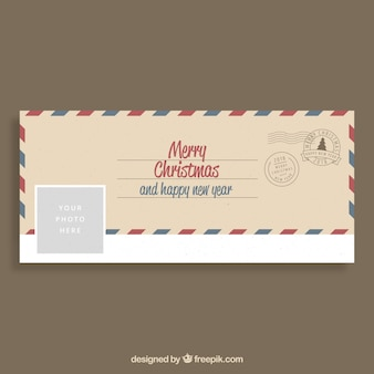Vrolijke kerstmis gefeliciteerd op een envelop