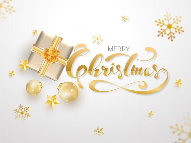 Vrolijke kerstmis van de kalligrafietekst met hoogste mening van giftvakje, snuisterijen, sterren en sneeuwvlokken op wit worden verfraaid dat. wenskaart .