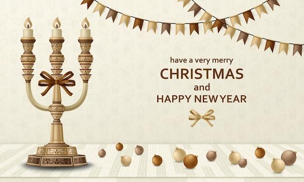 Vrolijke kerstmisachtergrond en gelukkig nieuwjaar gouden ballen, kandelaar en slingers