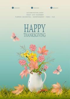 Vrolijke thanksgiving. herfst achtergrond met bloemenboeket in keramische kruik en gevallen bladeren