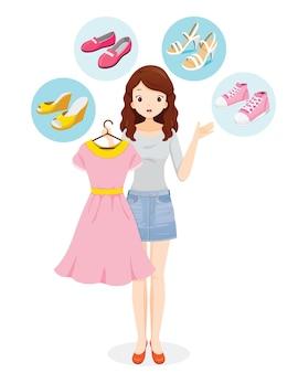Vrouw besluit de juiste schoenen voor haar kleding te kiezen