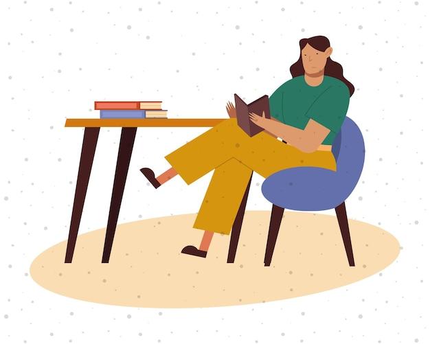 Vrouw die bij bureau een boek thuisontwerp, onderwijsliteratuur leest en themaillustratie leest