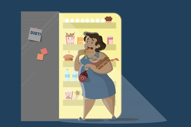 Vrouw die bij nacht dichtbij de koelkast eet.