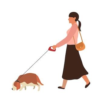 Vrouw die een hond uitlaten. jong gelukkig meisje gaat wandelen met huisdier in stadsstraat, eenvoudige platte vectorpersoon