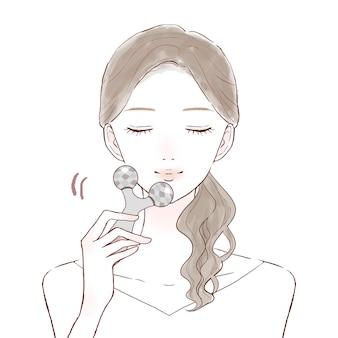Vrouw die gezicht masseert met mooie gezichtsroller. op een witte achtergrond.
