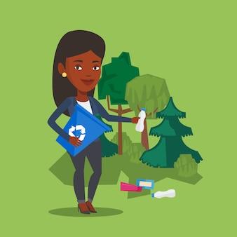 Vrouw die huisvuil in bos verzamelt.