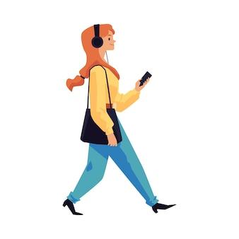 Vrouw die in hoofdtelefoons met telefoonillustratie loopt