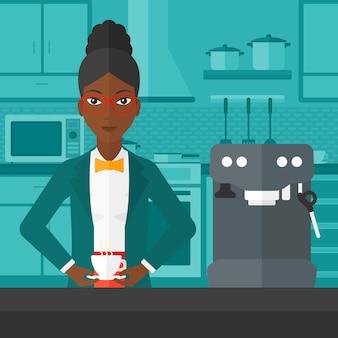 Vrouw die koffie maakt