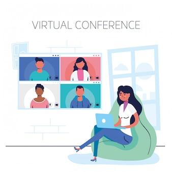 Vrouw die laptop in virtuele conferentiecommunicatie met behulp van
