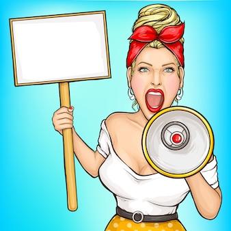 Vrouw die met aanplakbiljet in luidspreker gilt