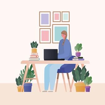 Vrouw die met laptop aan bureauontwerp van het thema werk vanuit huis werkt