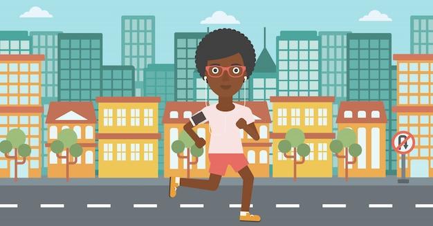 Vrouw die met oortelefoons en smartphone loopt.