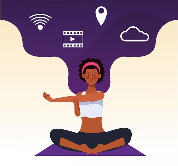 Vrouw die online yoga voor quarantaine uitoefenen