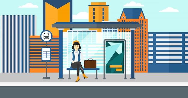 Vrouw die op bus wacht