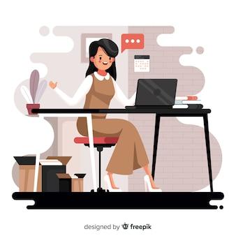 Vrouw die op het kantoor werkt