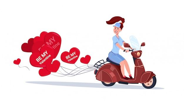 Vrouw die retro motorfiets met het hart gevormde concept van de de valentijnskaartendag van luchtballons berijdt