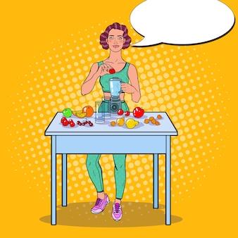 Vrouw die smoothie met vers fruit maakt
