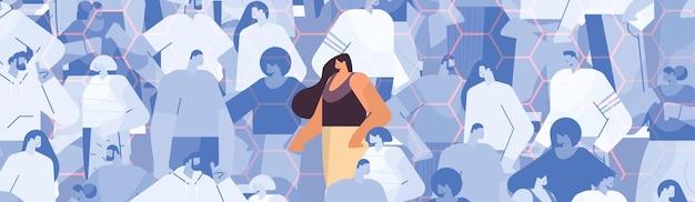 Vrouw die zich onderscheidt van de menigte over waterstof chemische formule dna testen genetische manipulatie