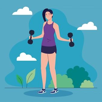 Vrouw doet oefeningen met halters buiten, sport recreatie oefening