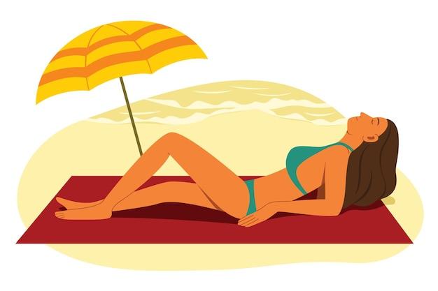 Vrouw draag de bikini en zonnebaad op het strand