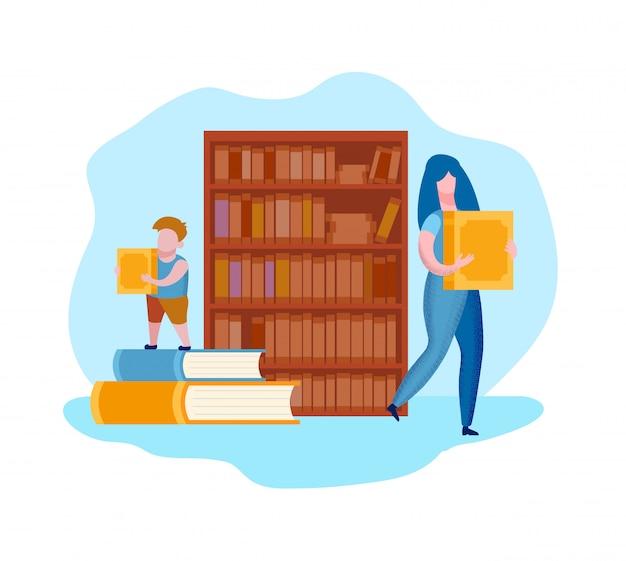 Vrouw en kind met boeken in handen in de buurt van boekenplank