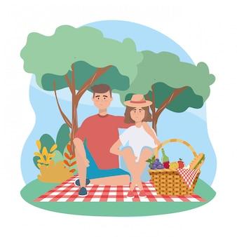 Vrouw en man met sandwinch en druiven met appel