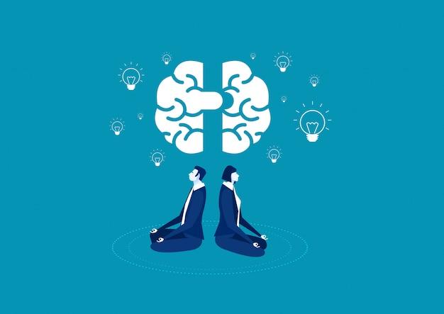 Vrouw en man zitten met gekruiste benen en mediteren met hersenen en gloeilamp.