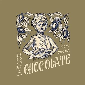 Vrouw geoogste cacaobonen. chocolade korrels. vintage badge of logo voor t-shirts, typografie, winkel of uithangborden. handgetekende gegraveerde schets.