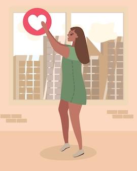 Vrouw houd hart sociaal netwerk zoals sign metafoor