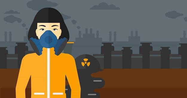 Vrouw in beschermend chemisch pak.