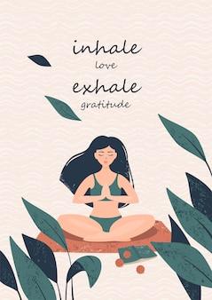 Vrouw in een lotushouding op het strand en tekst adem in liefde adem dankbaarheid uit
