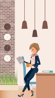 Vrouw in suit manager lean op tafel op kantoor