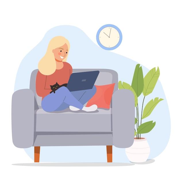 Vrouw is ontspannen op comfortabele stoel en met behulp van laptop