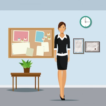 Vrouw kantoor staande tafel plant pot klok prikbord