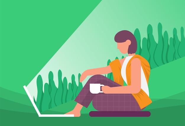Vrouw kijkt naar laptop en drinkt koffie 's nachts kleur platte vector lifestyle concept buitenactiviteit
