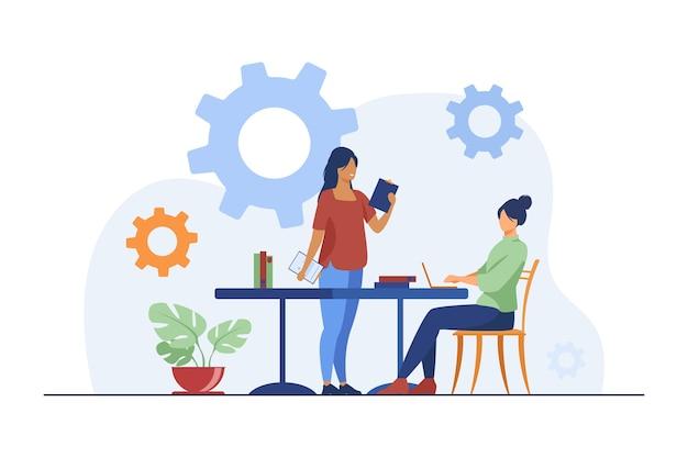 Vrouw komt naar andere vrouw met ideeën voor project.