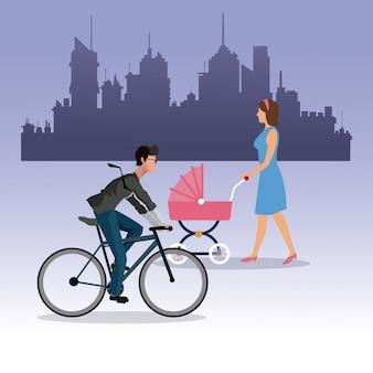 Vrouw lopen kinderwagen en jongen rit fiets stad achtergrond