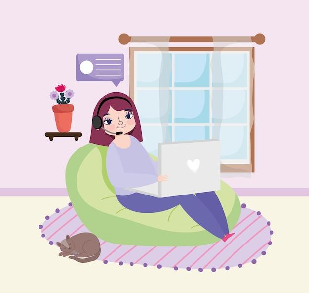 Vrouw met behulp van laptop