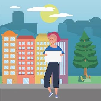 Vrouw met bord in de stad