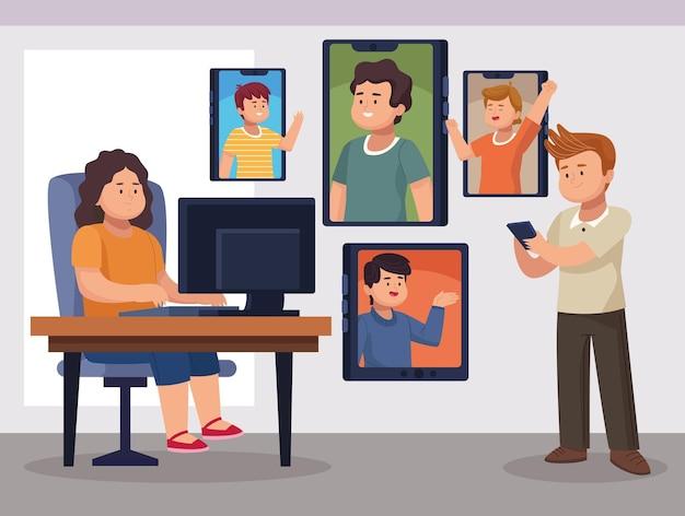 Vrouw met computer op kantoor