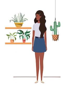 Vrouw met kamerplant en macrame hangers
