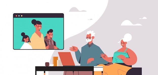 Vrouw met kinderen met virtuele ontmoeting met grootouders tijdens video-oproep familie chat online communicatie concept portret horizontale illustratie