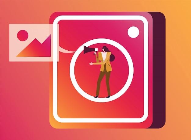 Vrouw met megafoon op instagram toepassingspictogram.