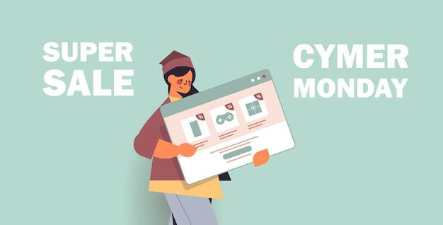 Vrouw met webbrowservenster online winkelen cyber maandag verkoop vakantie kortingen e-commerce speciale aanbieding concept portret