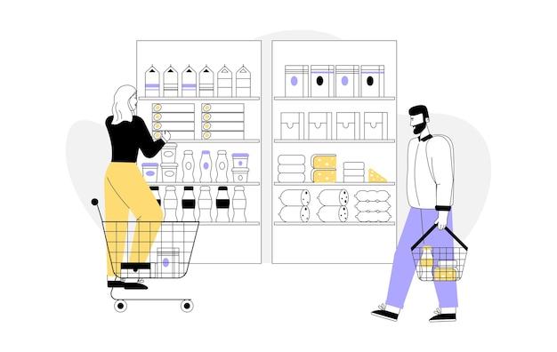 Vrouw met winkelwagentje kiest producten, planken met assortiment goederen.