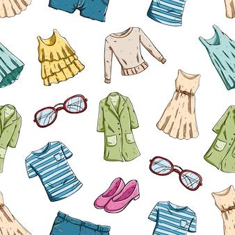 Vrouw mode kleding in naadloze patroon met gekleurde schets stijl