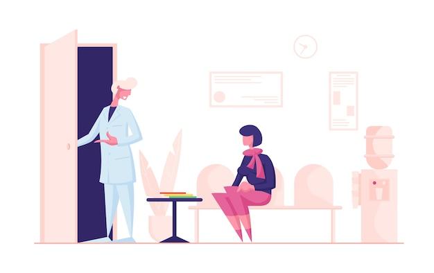 Vrouw patiënt zittend in de lobby van de kliniek op de bank, hal interieur wachten arts afspraak.